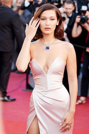 """Белла Хадид на премьере фильма """"Призраки Исмаэля"""" в Каннах"""