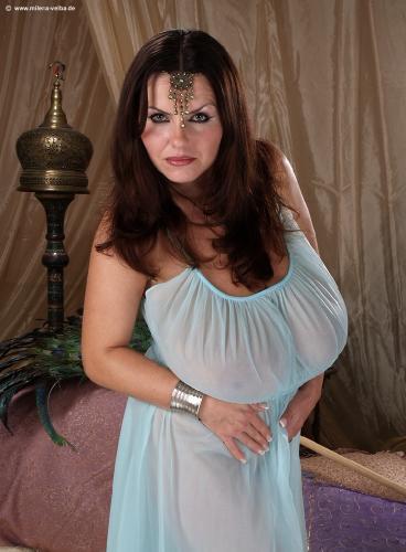 Gigantic tits seduction   Sex fotos)
