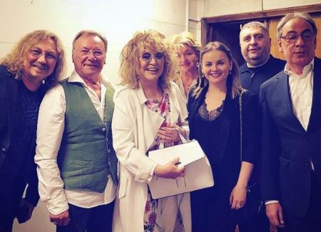 Алла Пугачева посетила с друзьями спектакль
