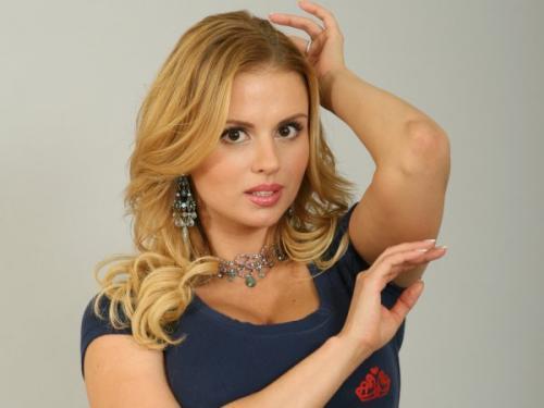Анну Семенович раскритиковали за использование фотошопа на своих фото
