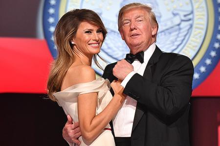 СМИ: Мелания Трамп все-таки взяла Дональда Трампа за руку