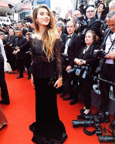 Регина Тодоренко станцевала на красной дорожке Каннского кинофестиваля